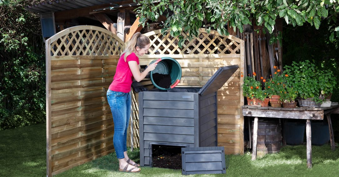 Thermo-Wood composter including grating